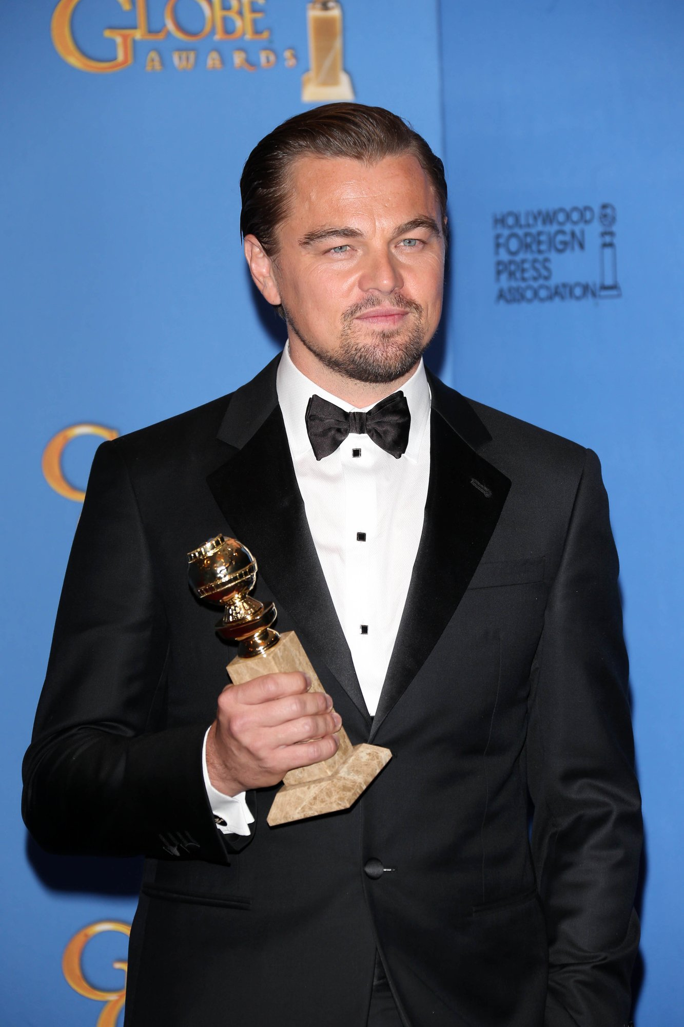 DiCaprio with award