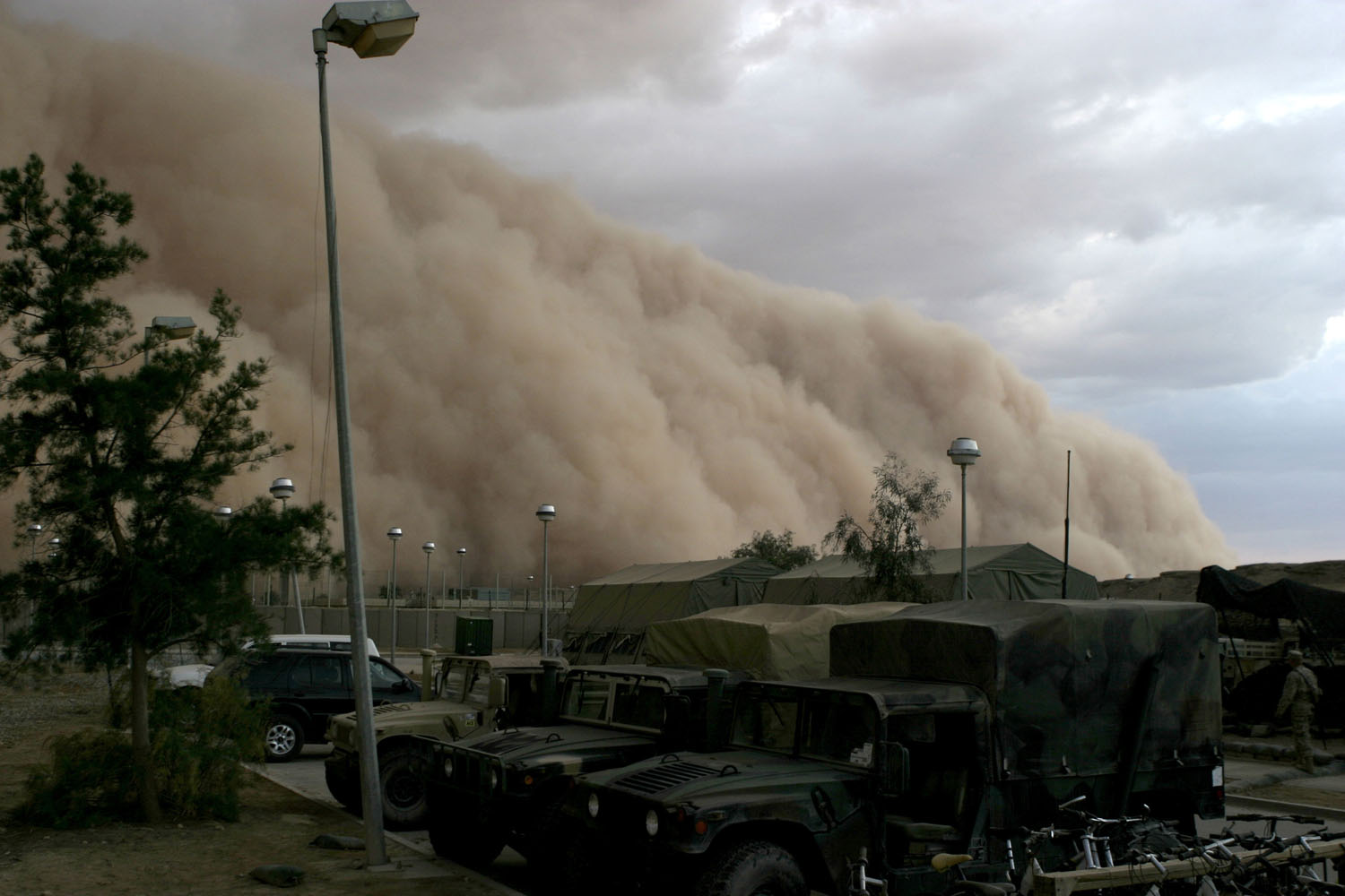 A massive sandstorm (haboob) closing in on a military camp in Iraq